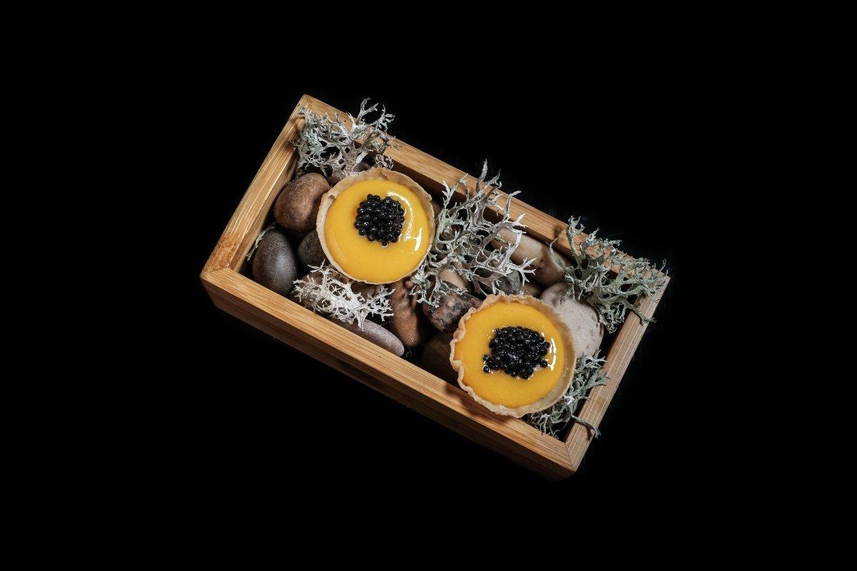 Yema en escabeche de perdiz con caviar de Choco