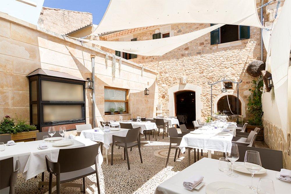 Zona de patio del restaurante DaiCa